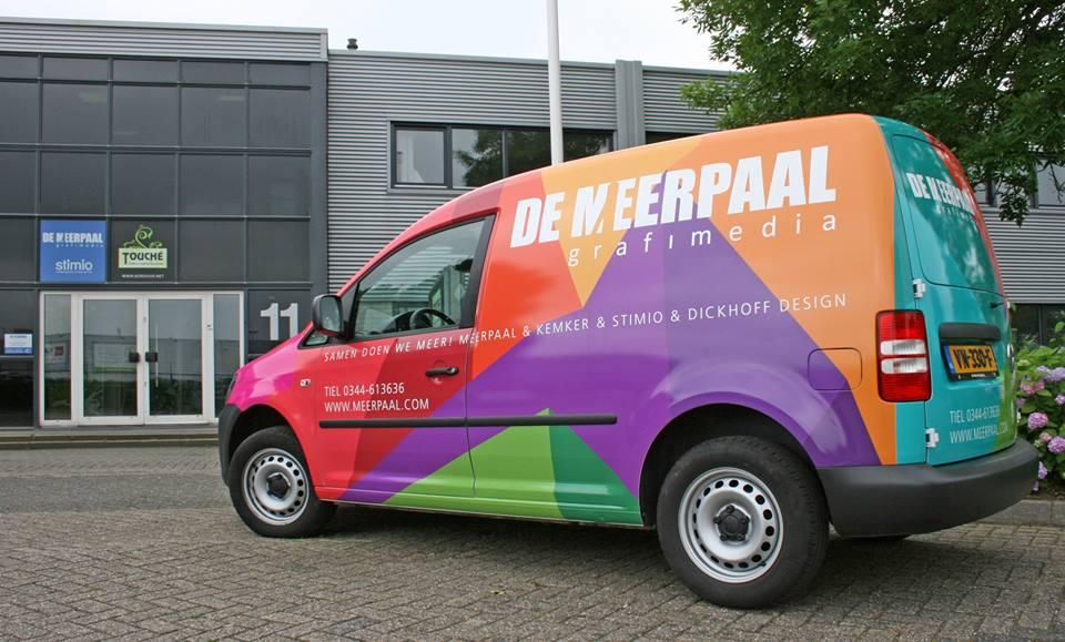 autobelettering bedrijfswagen grafisch ontwerp als car wrap advertising