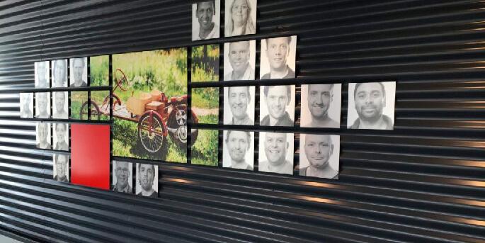 sfeervolle visual entree met bedrijfshistorie en team van gewaardeerde medewerkers